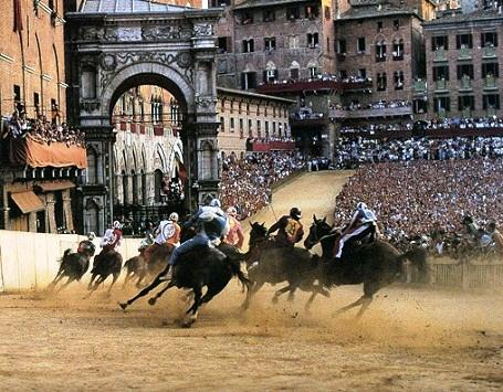 http://www.italia-ru.it/files/palio-siena_0.jpg